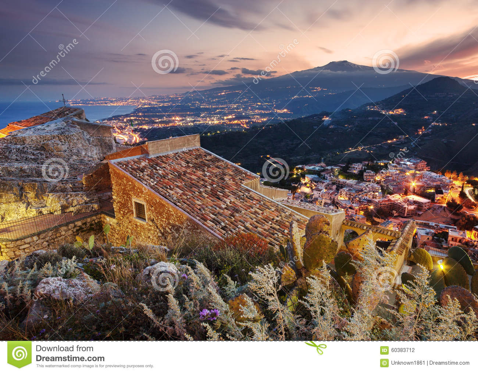 Держатель Этна увиденный от Taormina