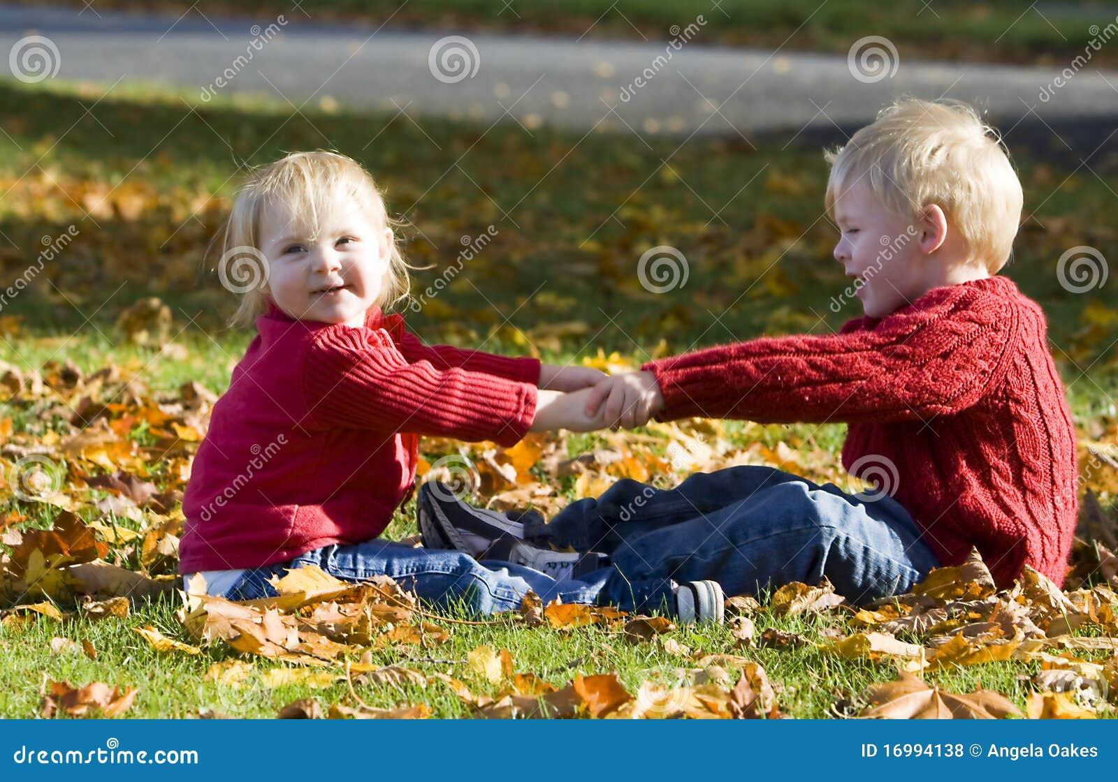 держать рук детей