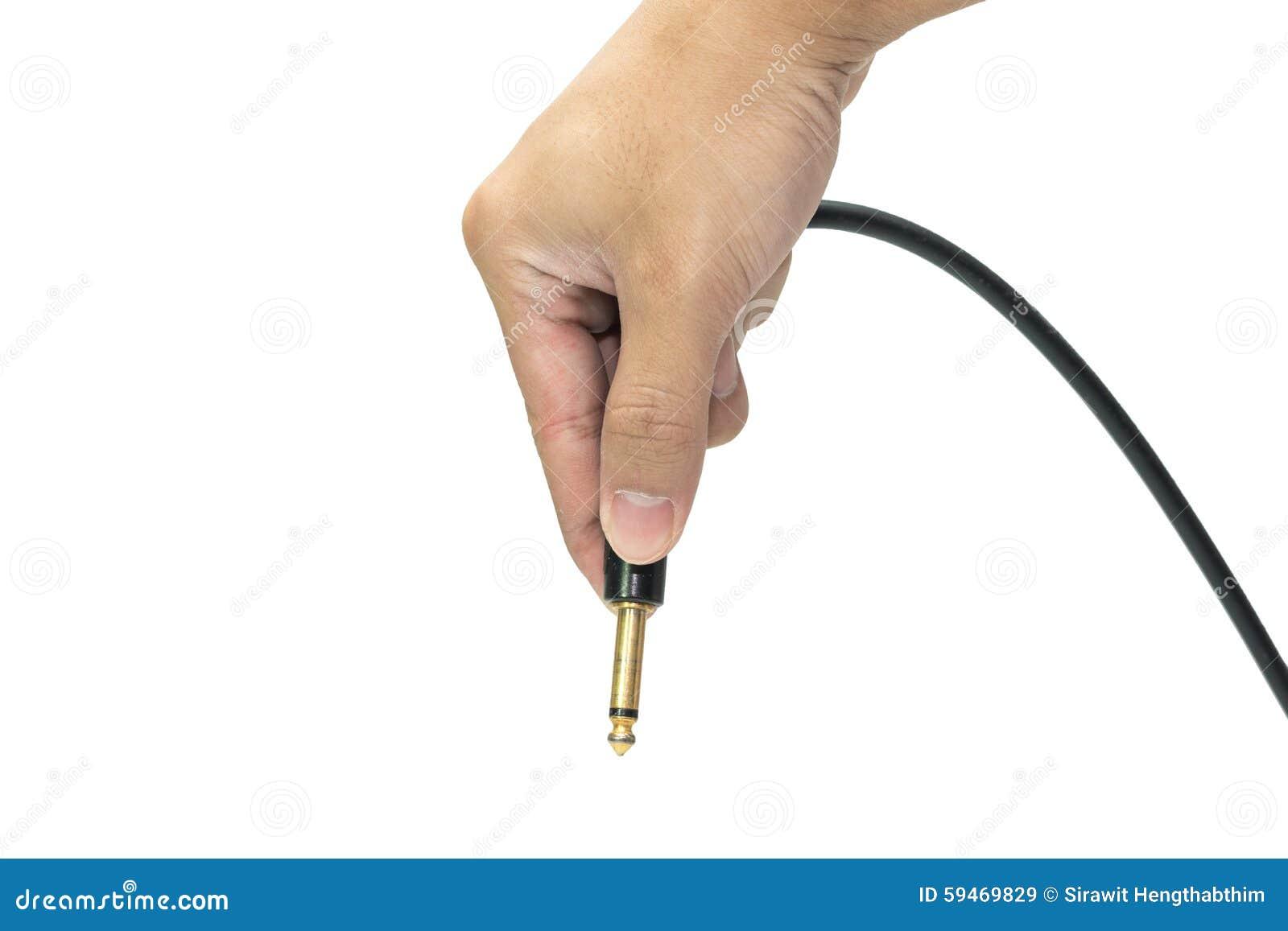 Держит mono jack для electroguitar в руке 3