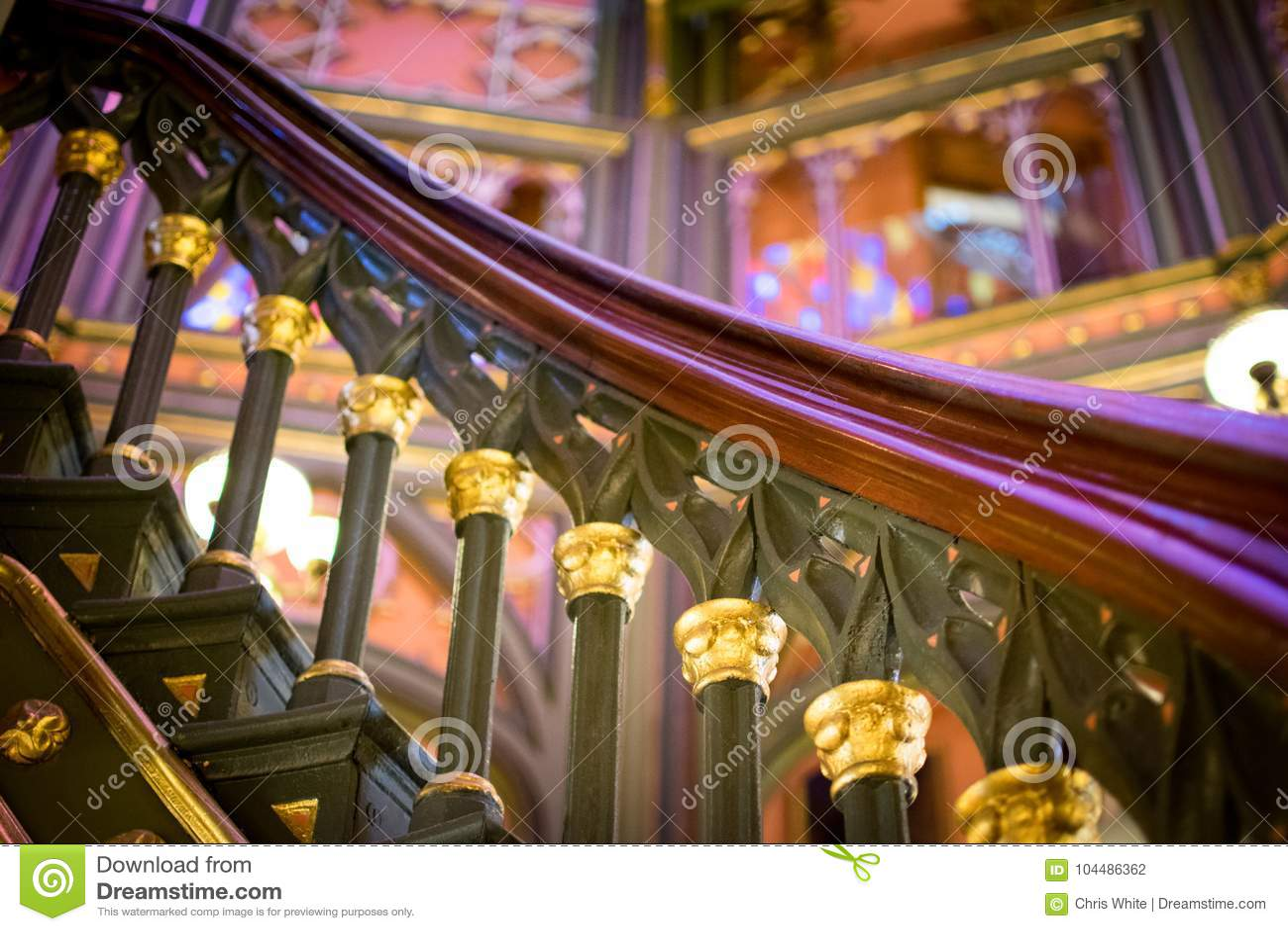 Детали поручня винтовой лестницы в старой Луизиане заявляют здание капитолия