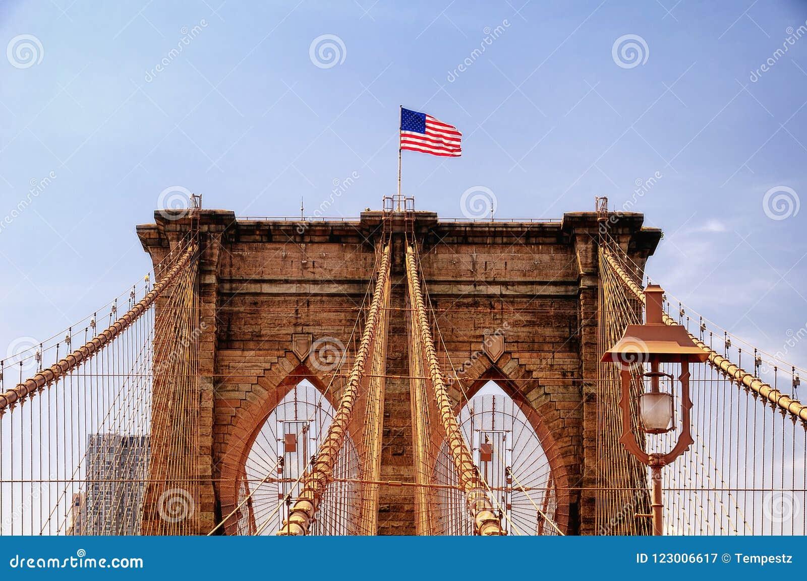 Детали NYC Бруклинского моста архитектурноакустические
