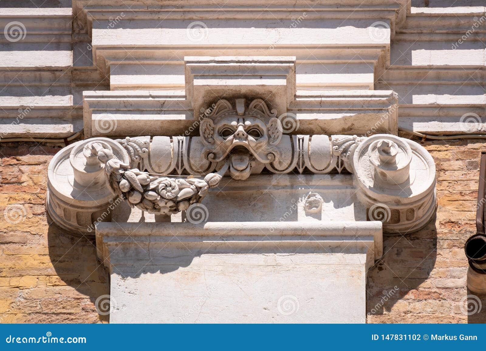 деталь на Касе Санта della базилики в Италии Марше