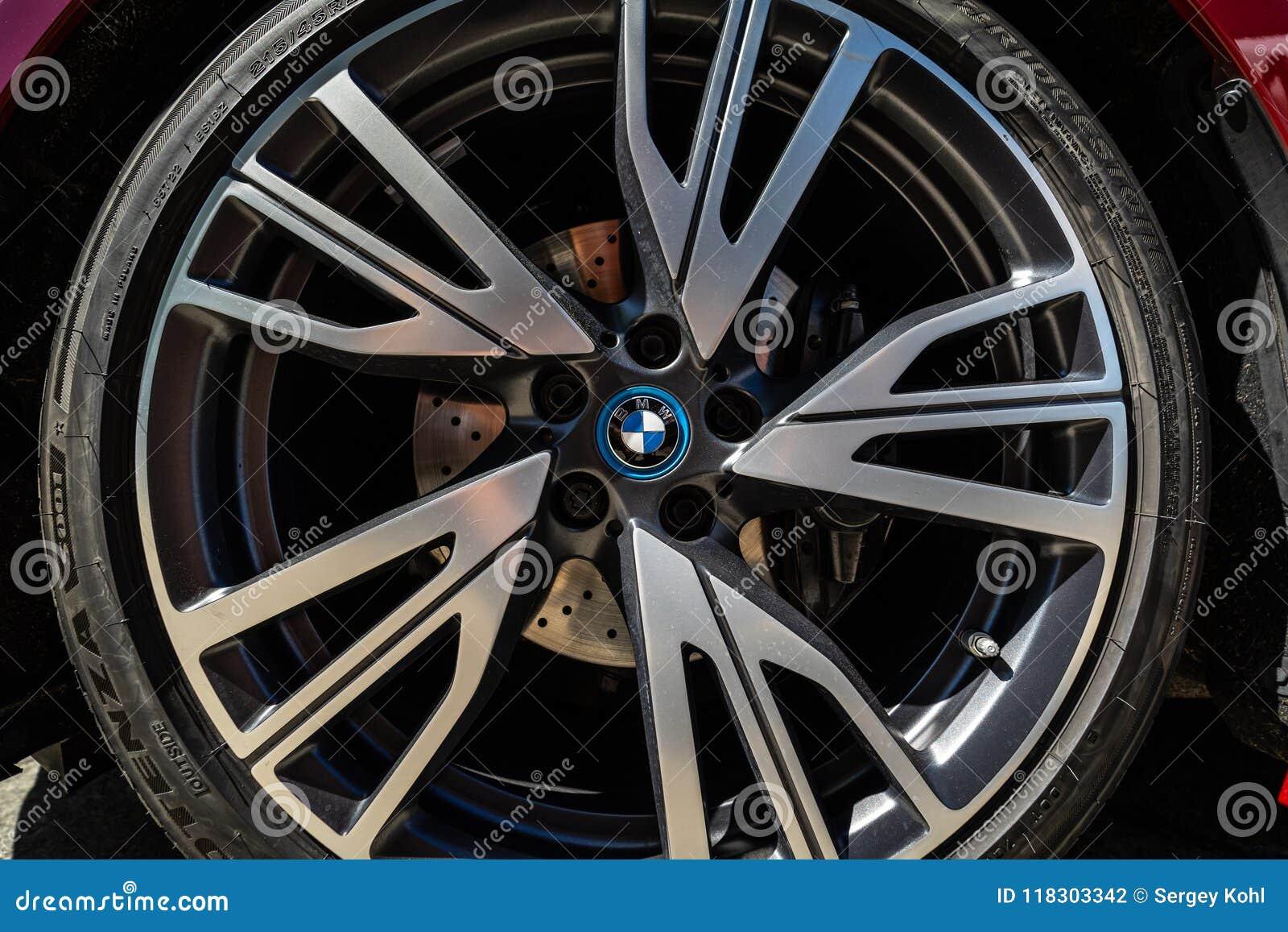 Деталь передней тормозной системы BMW i8 автомобиля спорт plug-in гибридного