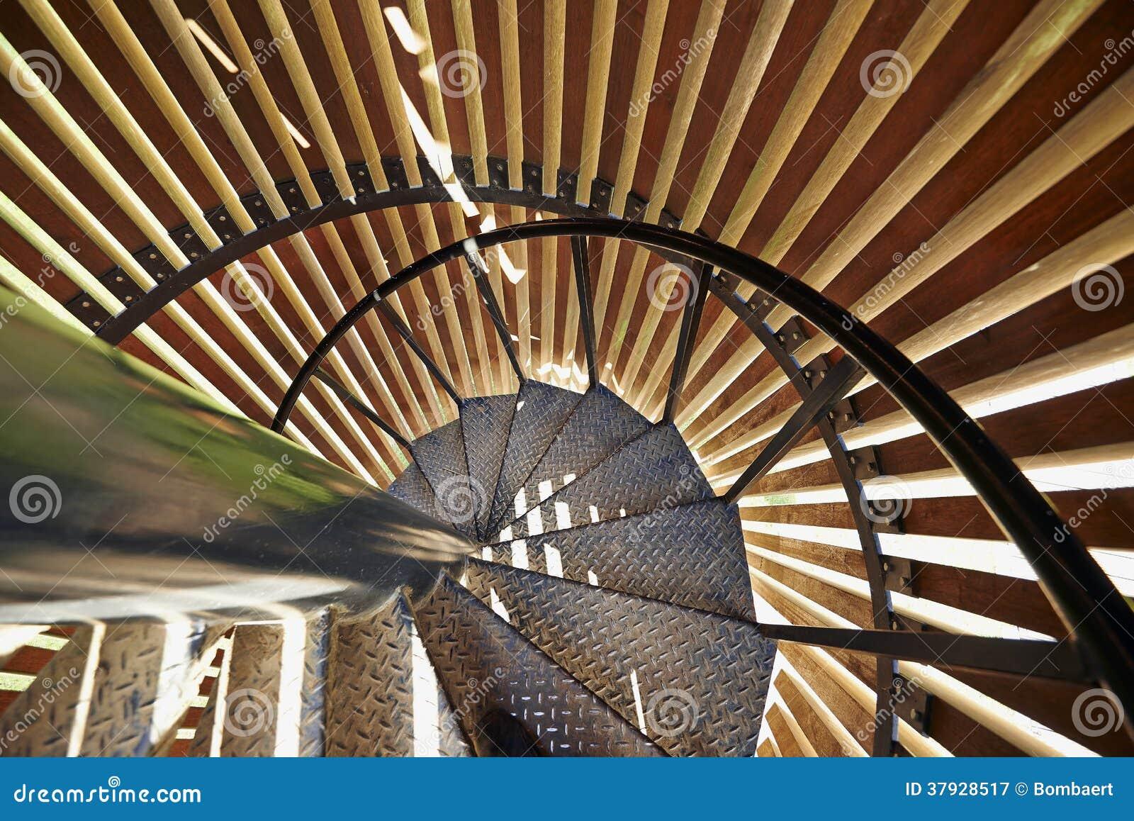 Детали винтовой лестницы металла современные