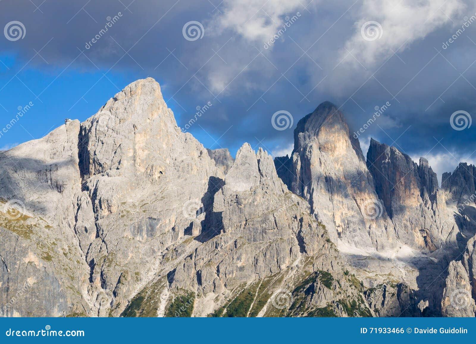 Деталь высокой горы