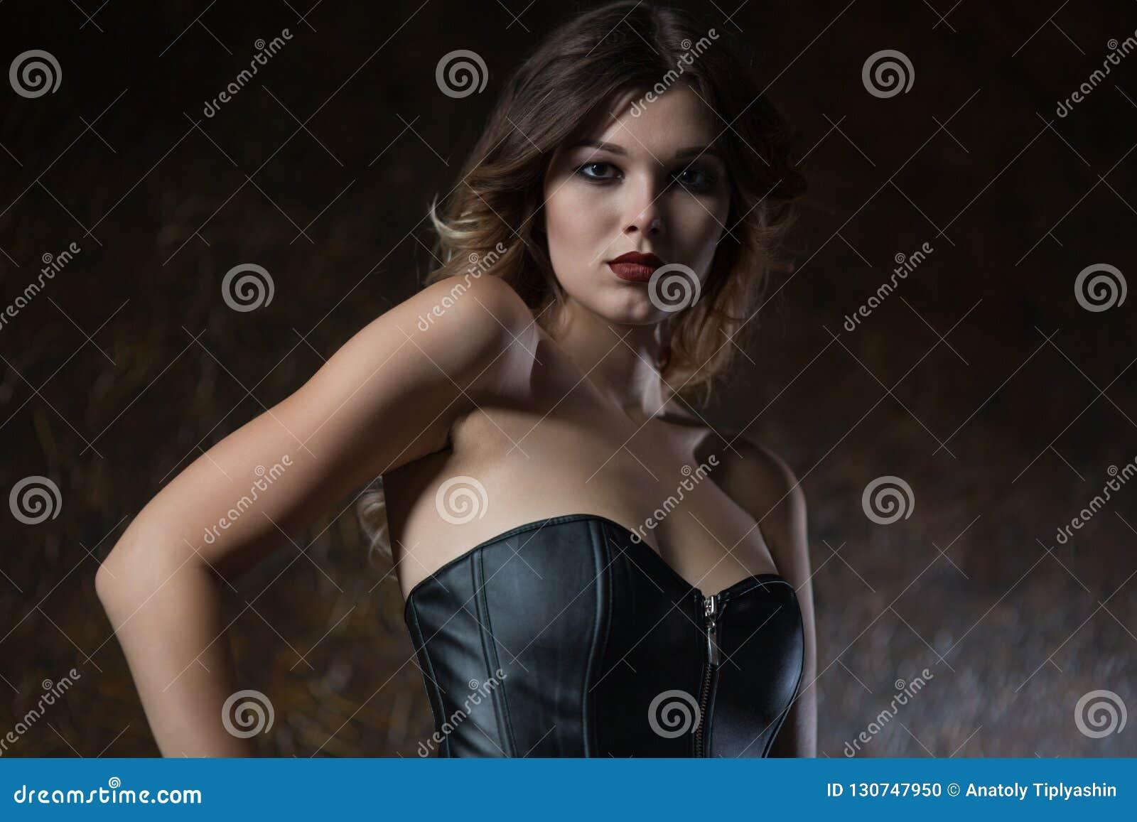 детеныши женщины корсета кожаные
