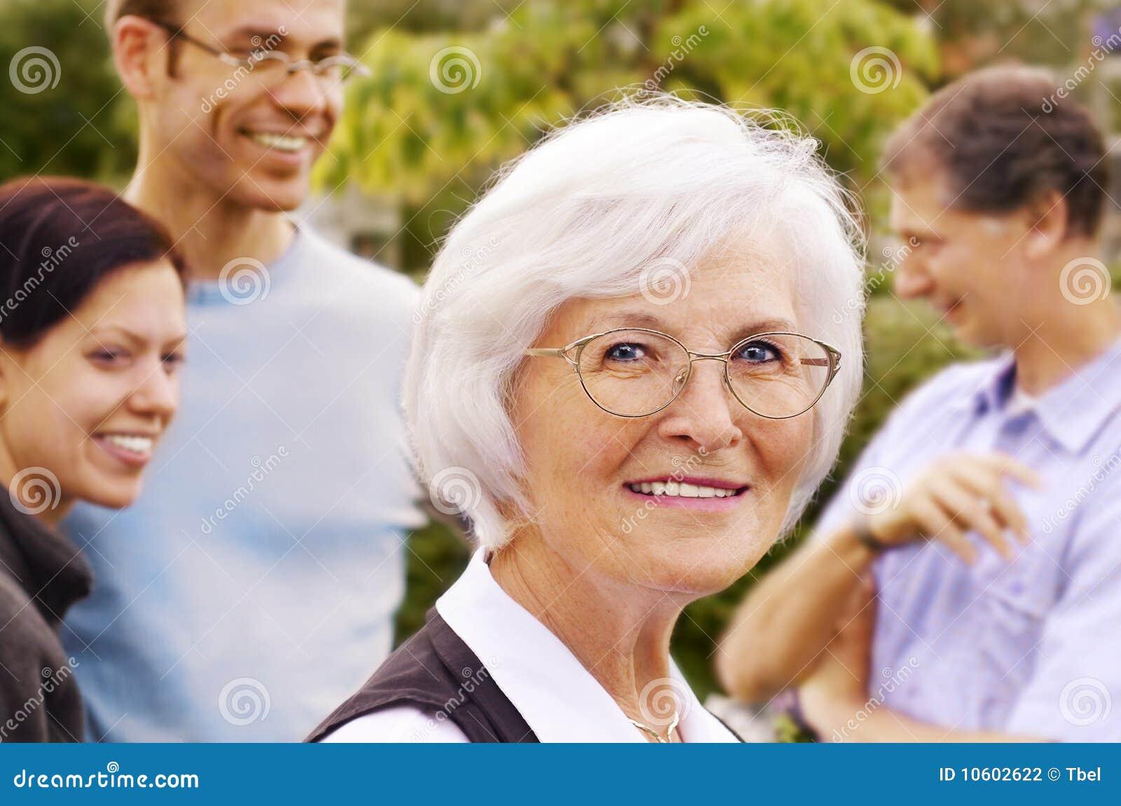 детеныши женщины людей передней группы старшие