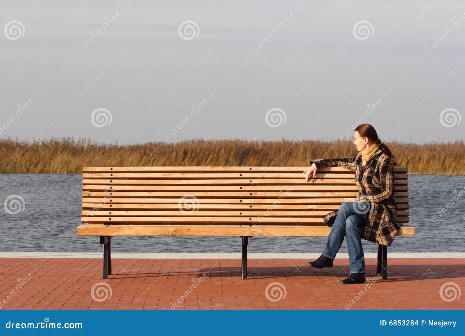 детеныши женщины стенда сидя
