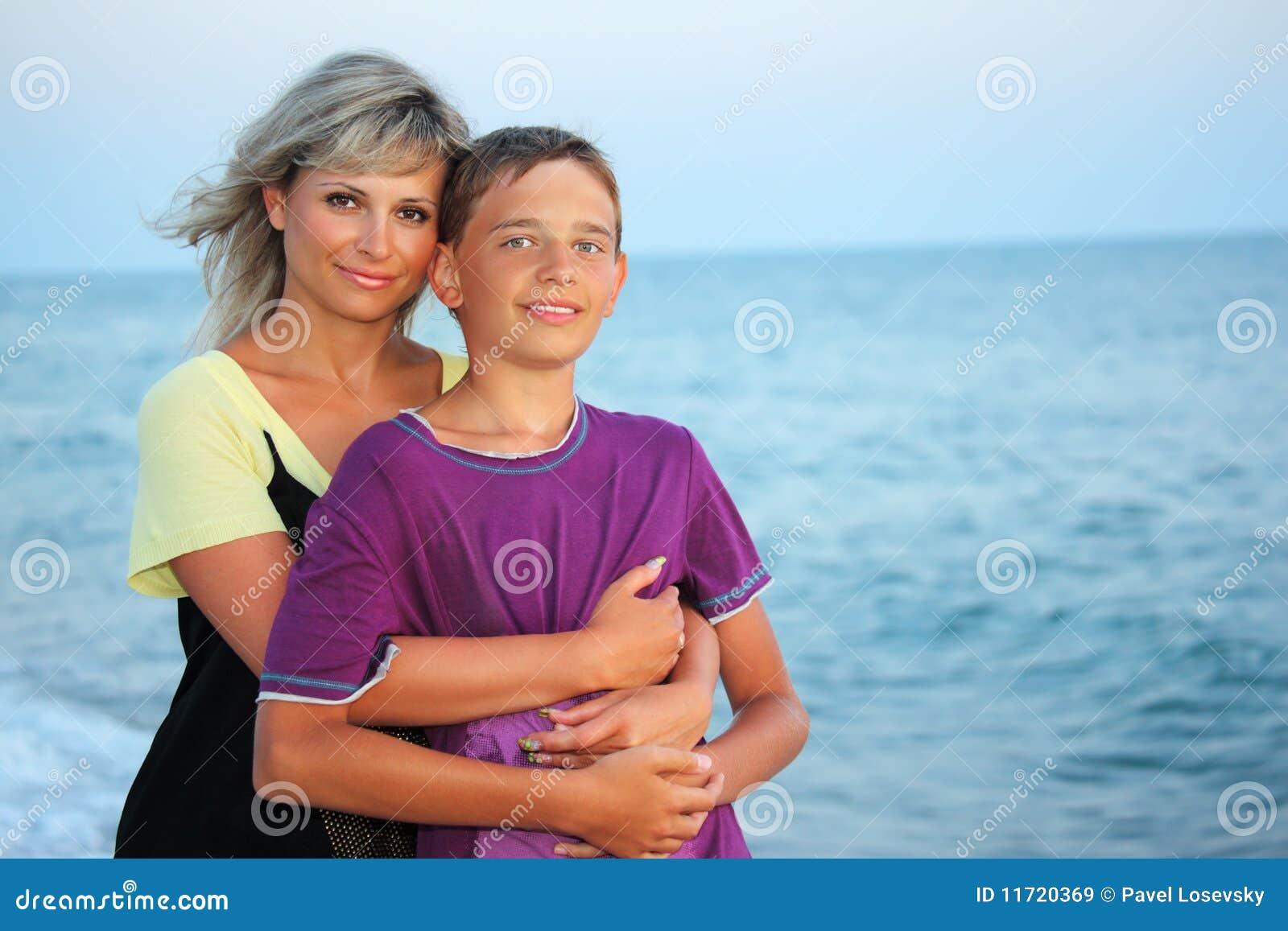 Фото секс мальчик и тетя, Зрелые тетки хотя молодых парней порно фото 25 фотография