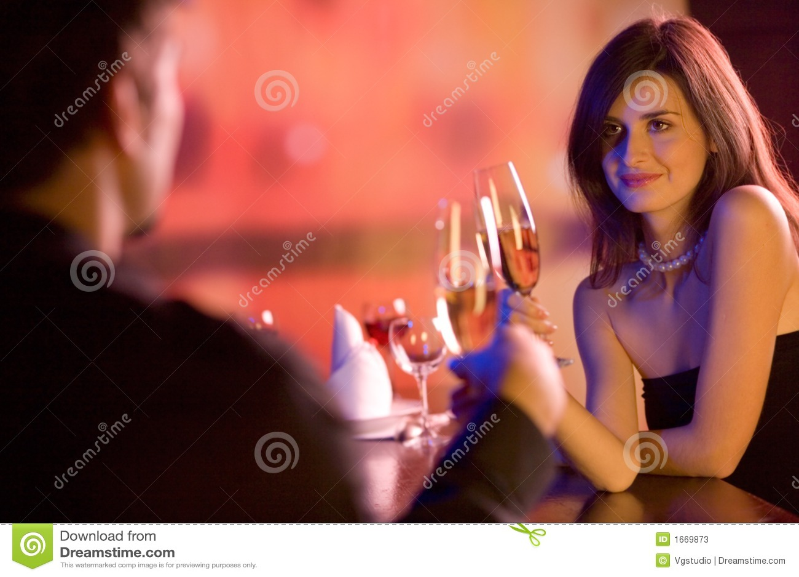 детеныши ресторана стекел пар шампанского