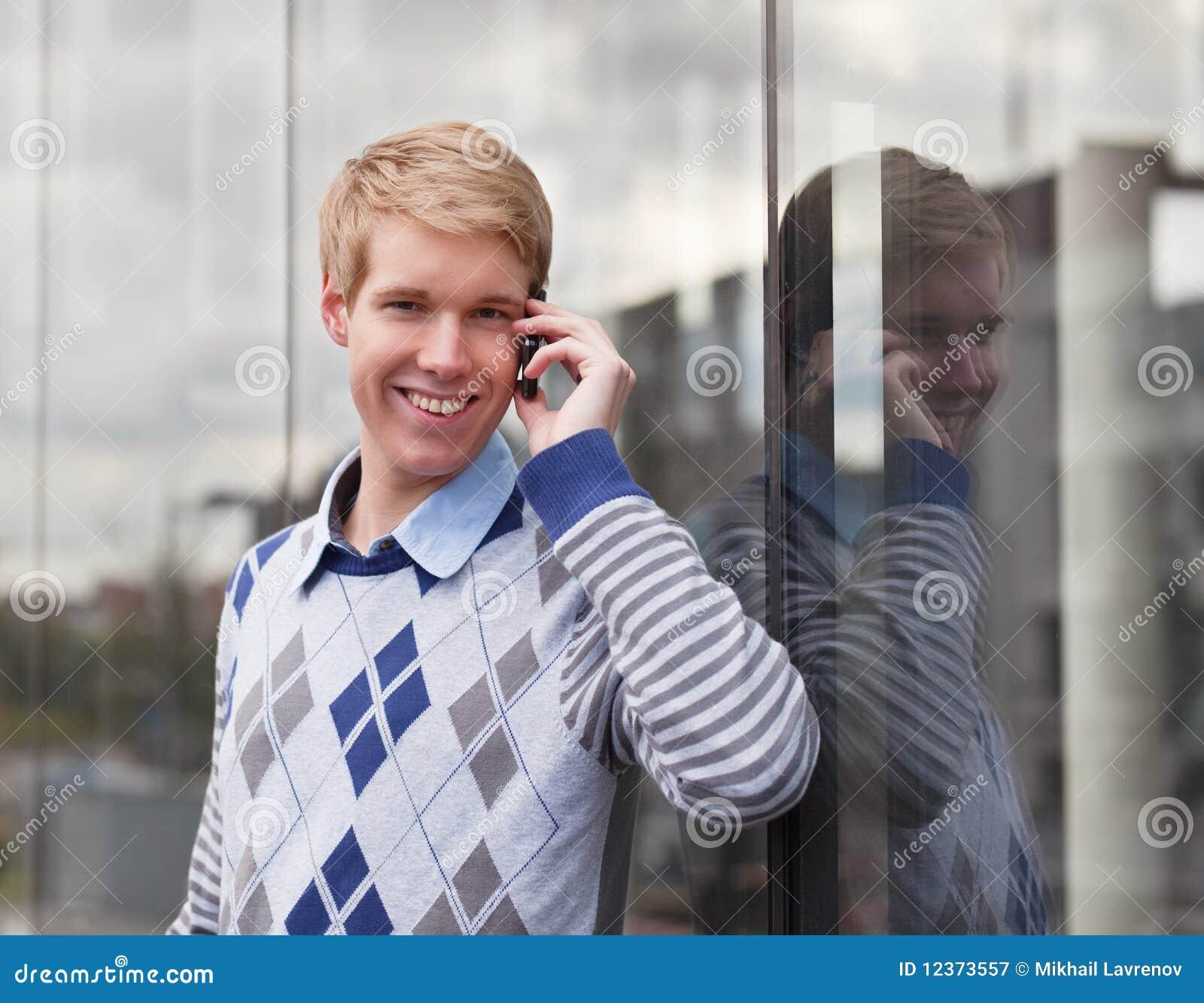 детеныши человека мобильного телефона счастливые