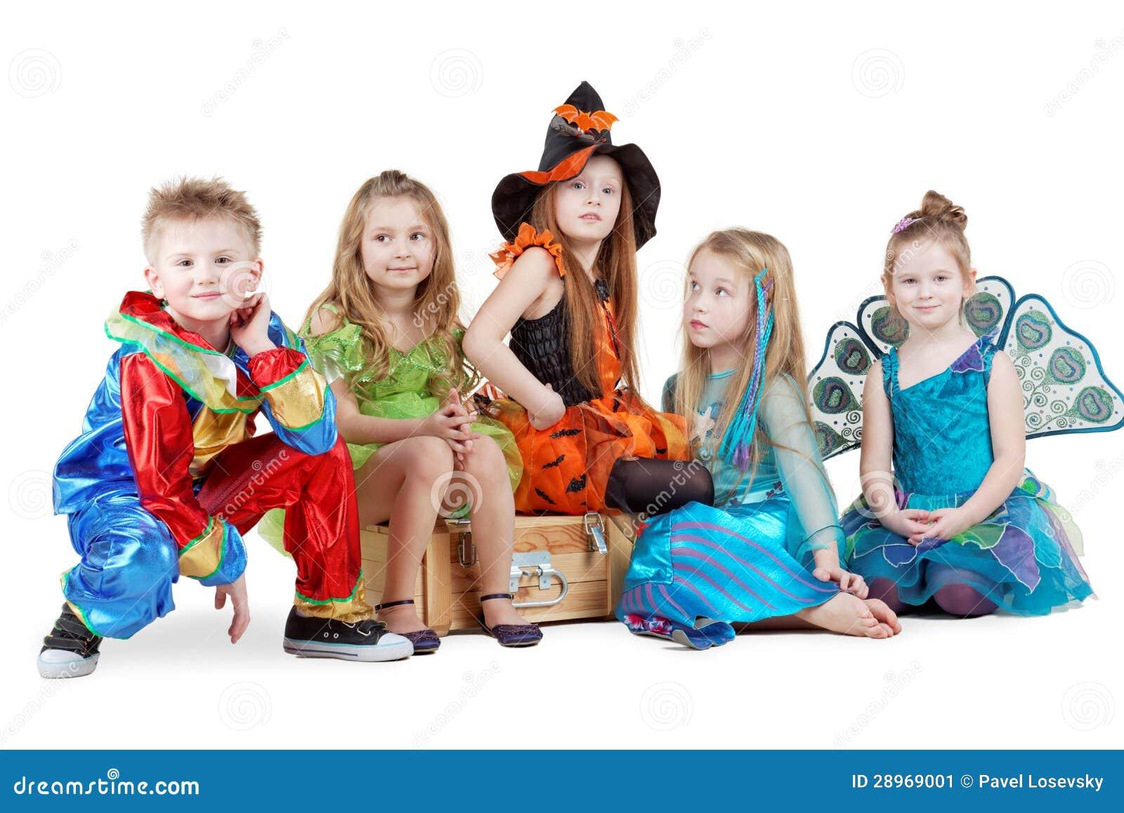 Какие у детей костюмы в детском саду на новый год