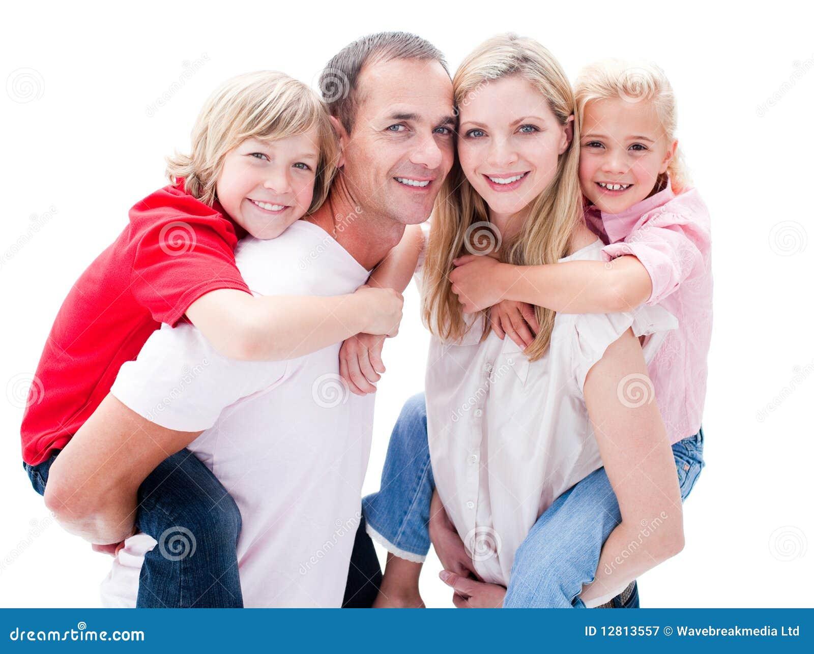 дети давая родителей piggyback езда их