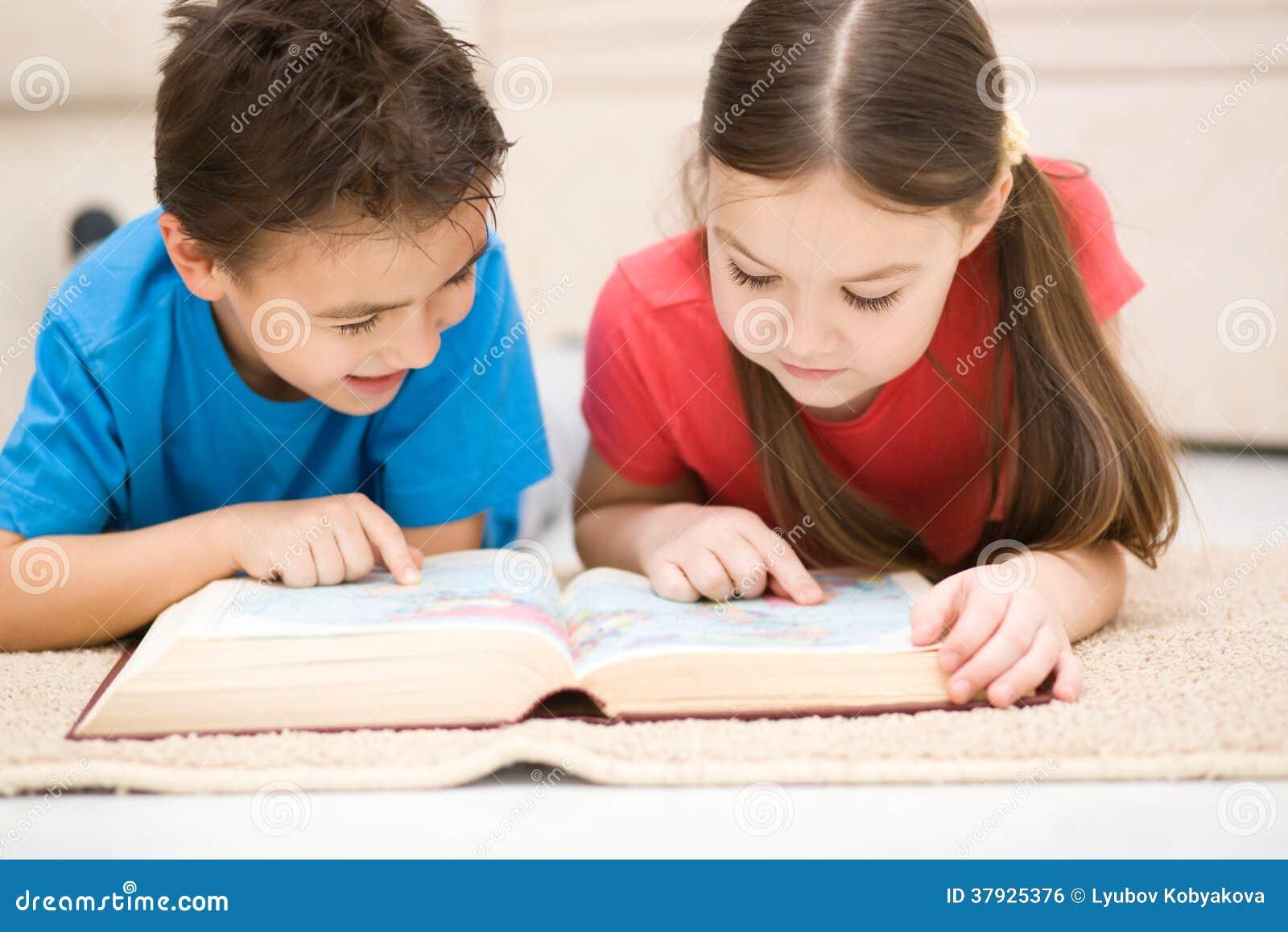Дети книга чтения