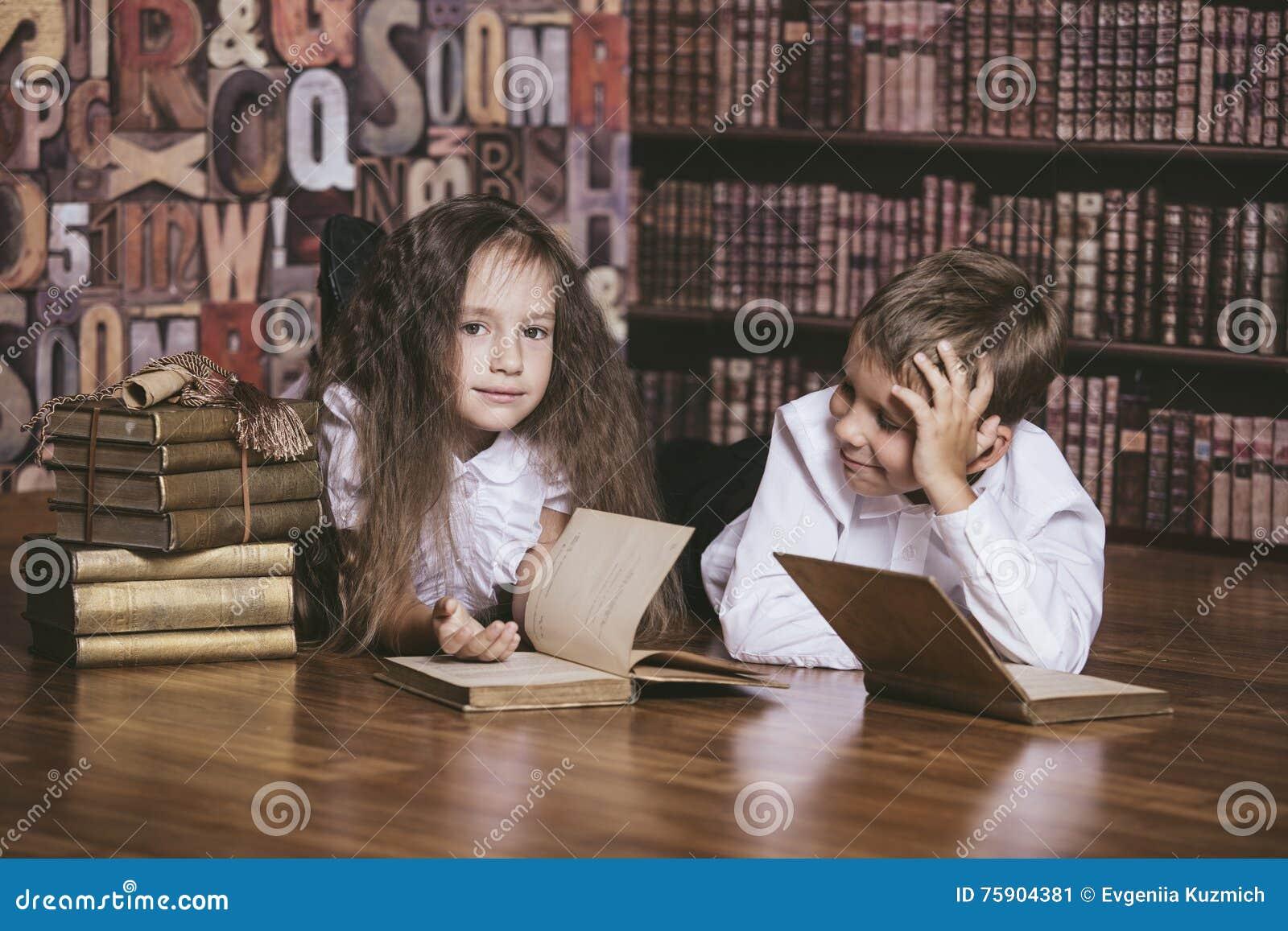 Фото девушка в библиотеке, зрелая с большими сисями онлайн