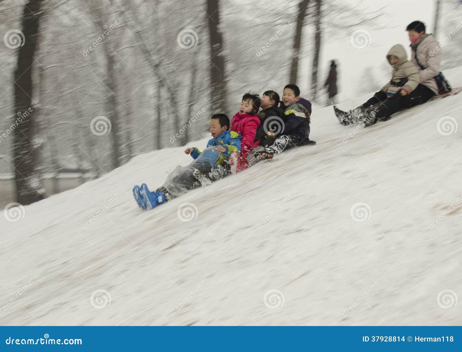 Дети на снеге