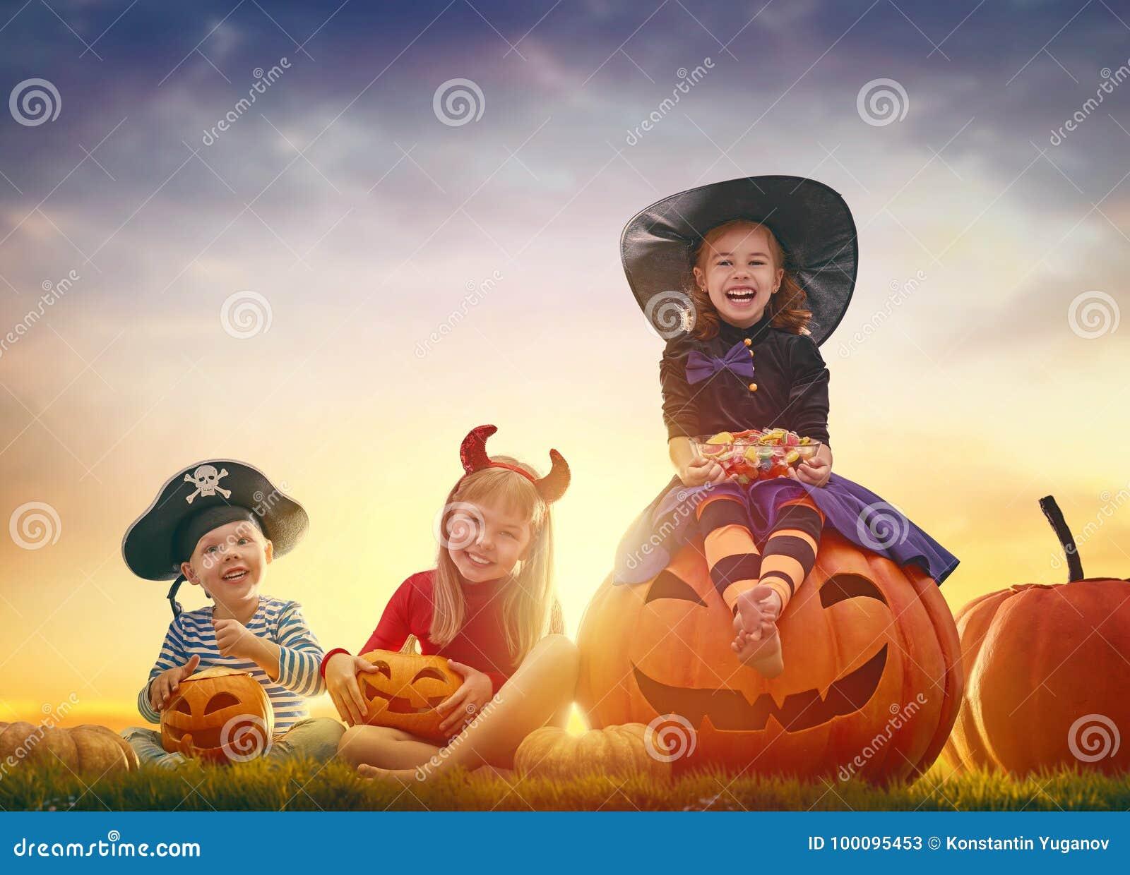 Дети на хеллоуине