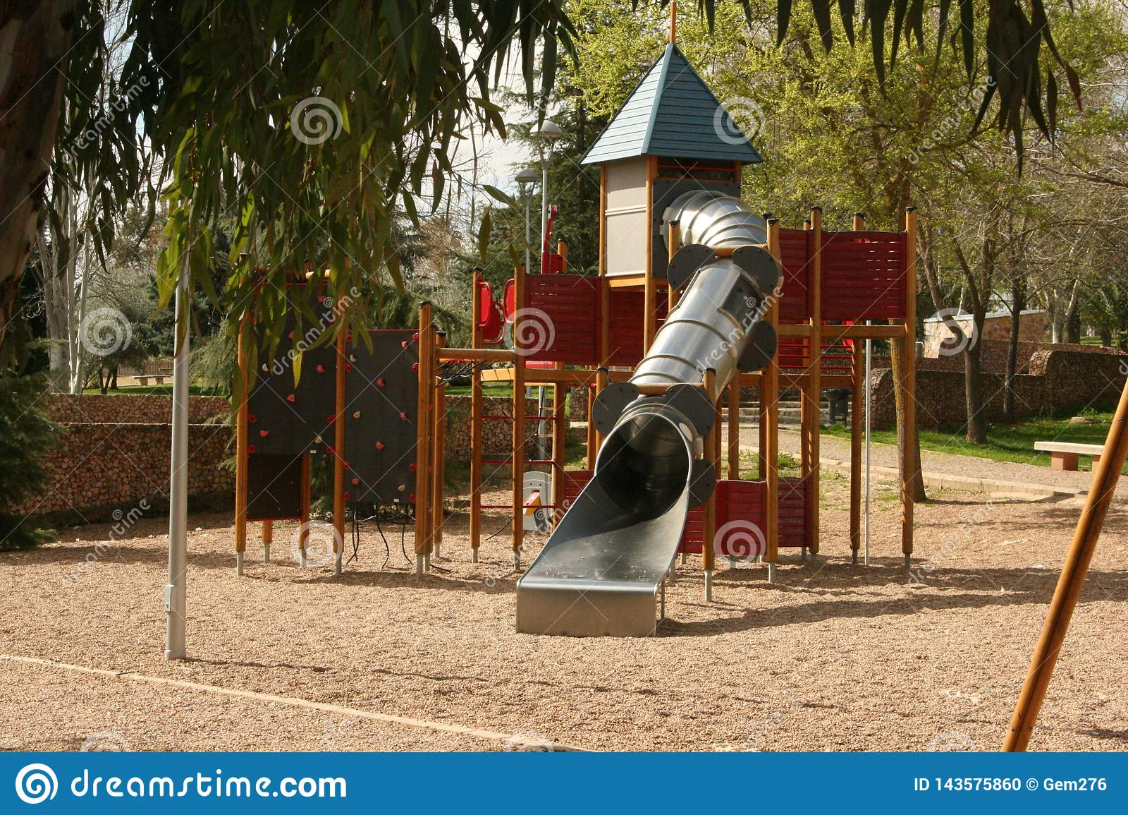 Дети паркуют замок