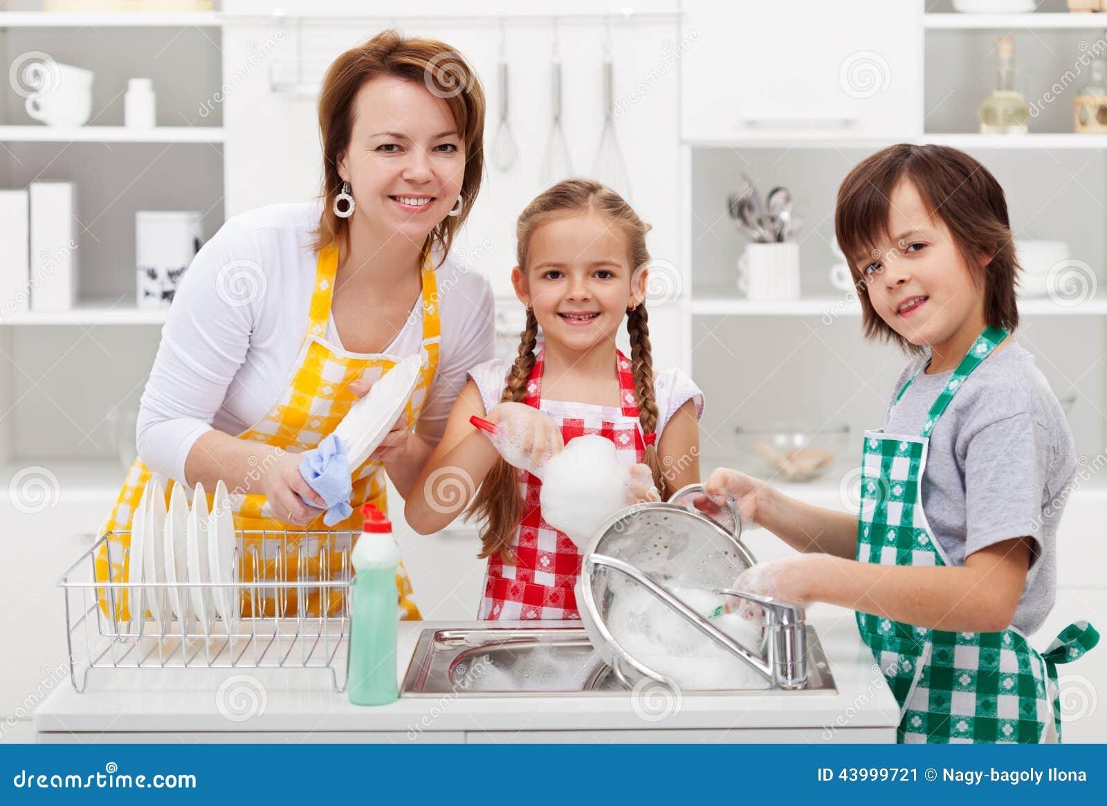 С мамкой на кухне, Мама и сын на кухне - смотреть порно онлайн или скачать 22 фотография