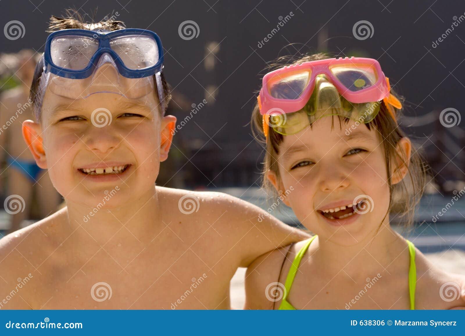 Download дети счастливые стоковое фото. изображение насчитывающей счастливо - 638306