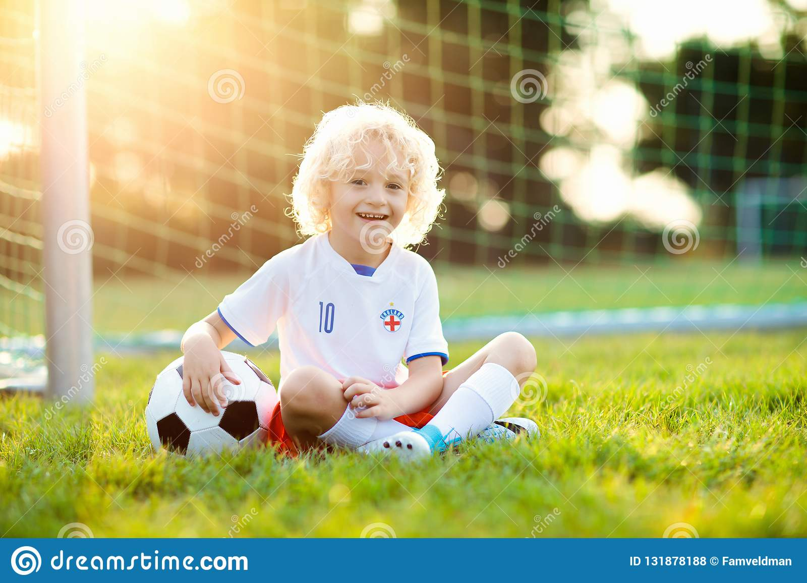 Как тренируют детей футболу в англии