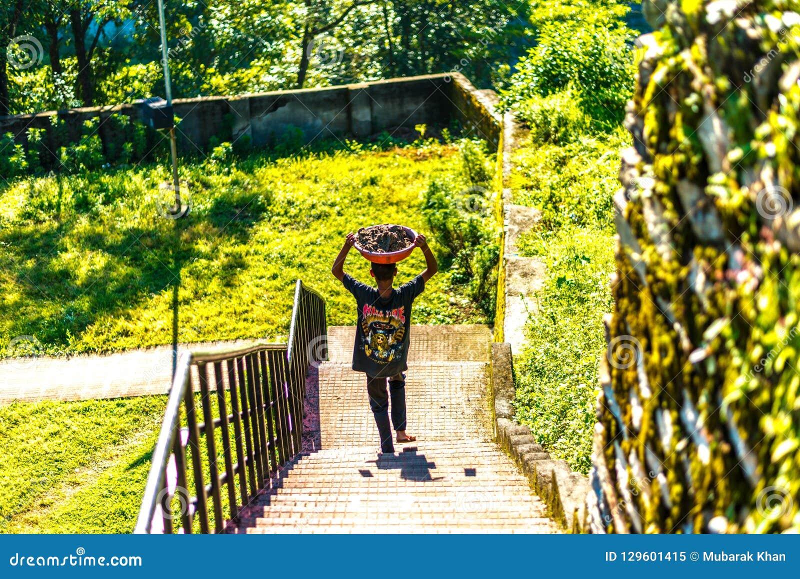 Детский труд в горе