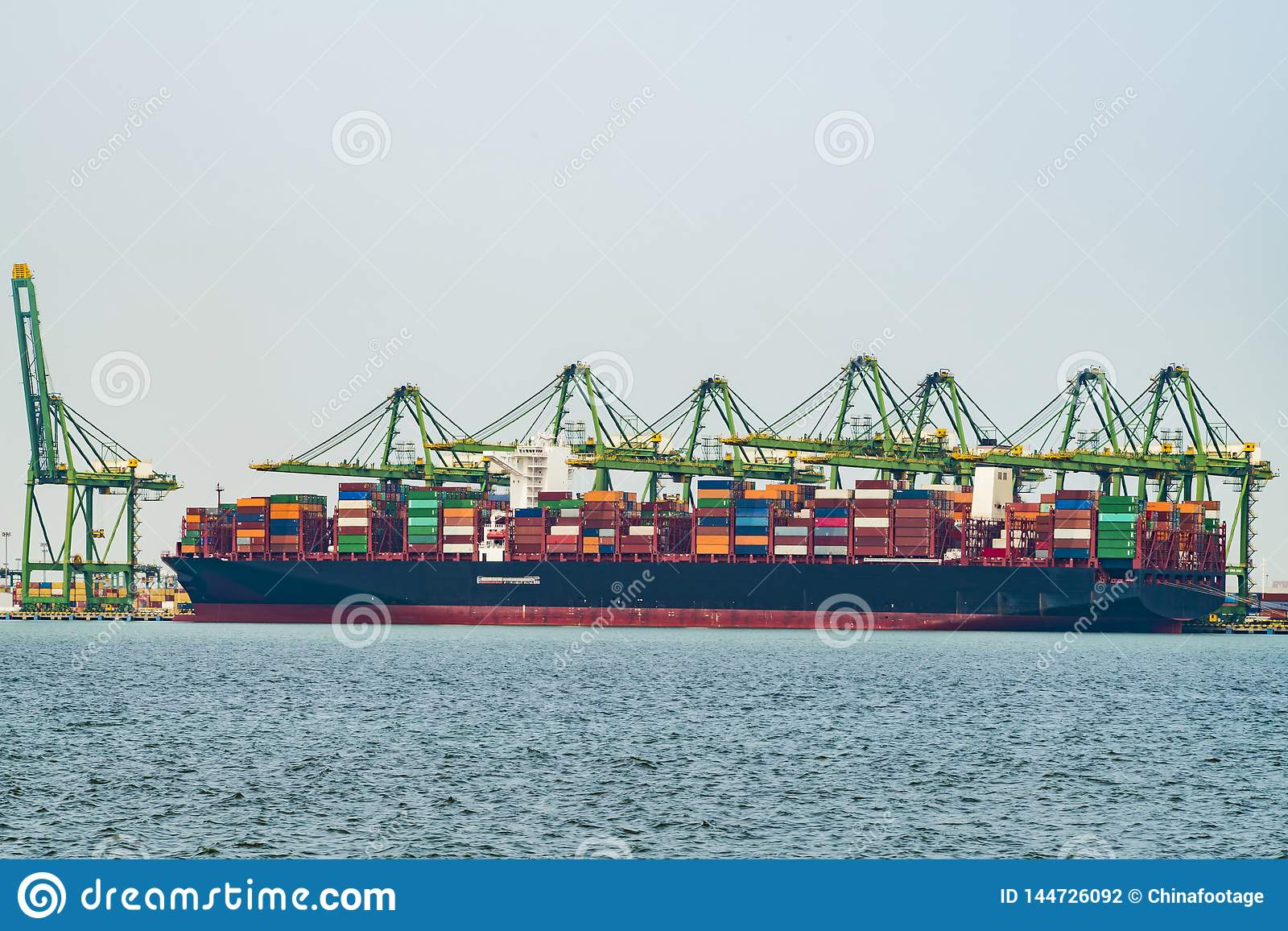 Деятельность груза на контейнеровозе в Китае