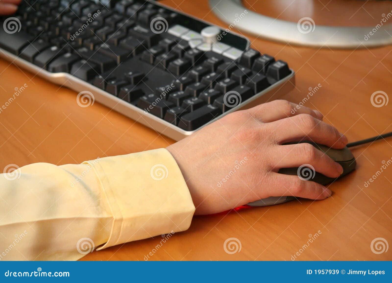 деятельность женщины компьютера