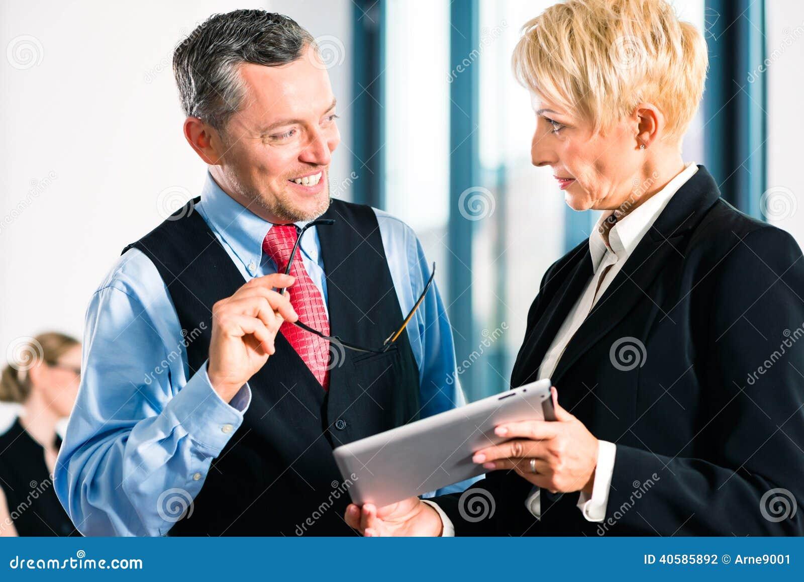 Деловая встреча в офисе, высших руководителях