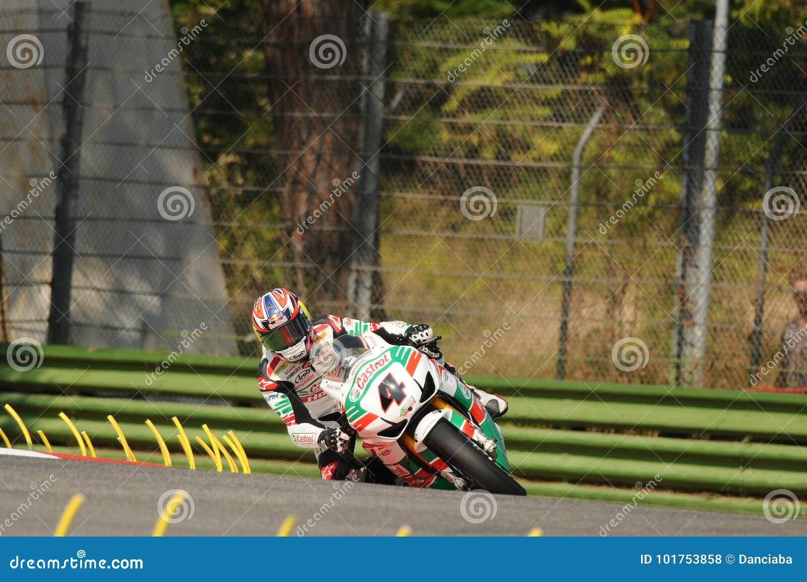 Джонатан Rea GBR Honda CBR1000RR Castrol Honda в действии во время практики Superbike в цепи Imola