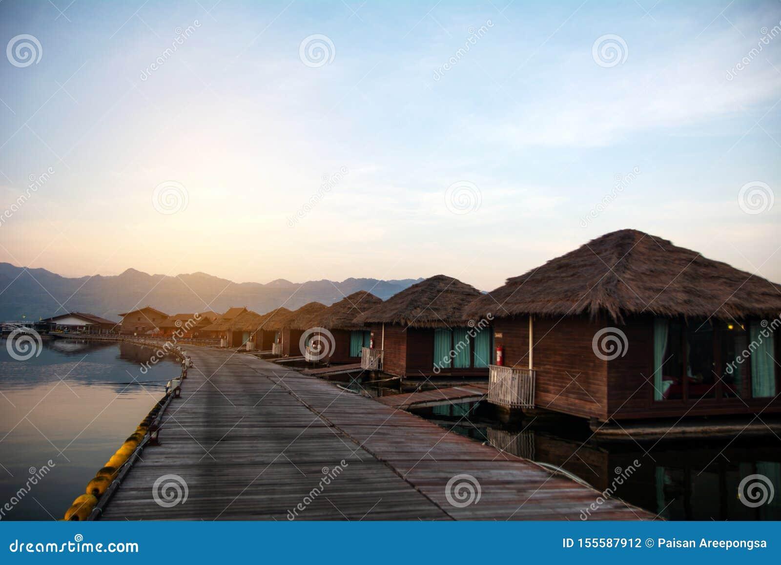 Джунгли Kwai реки сплавляют курорт Kanchanaburi