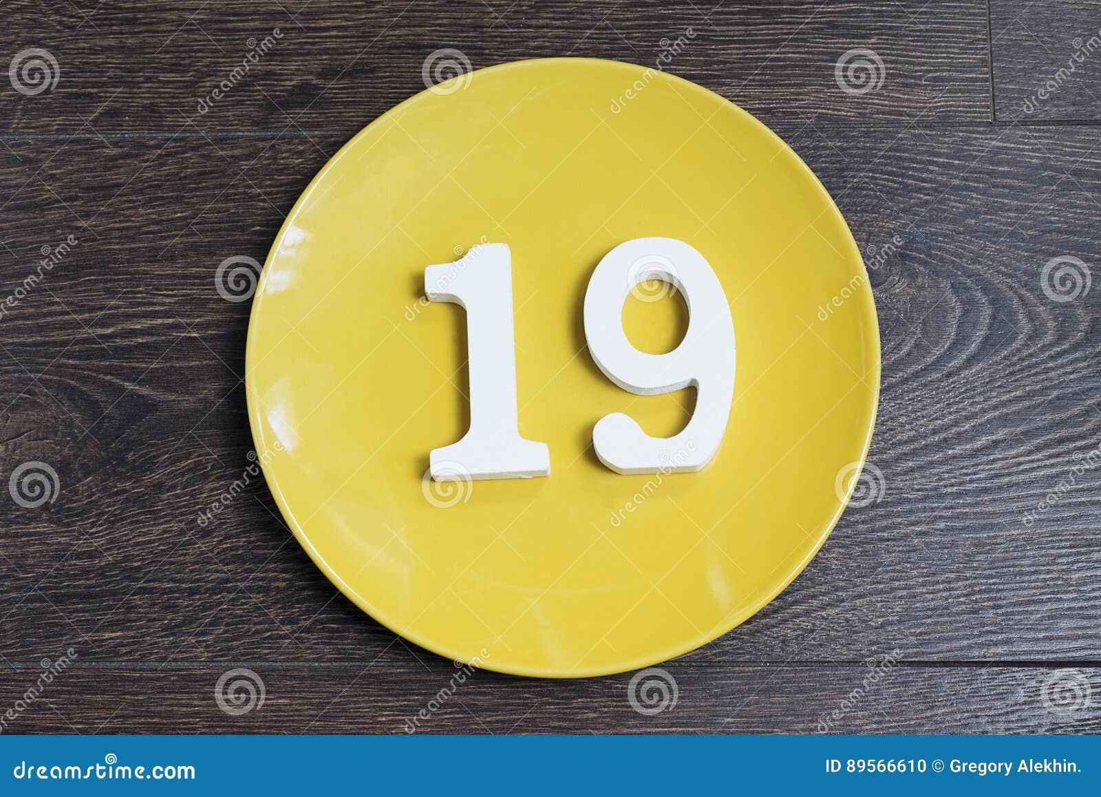 Диаграмма 19 на желтой плите