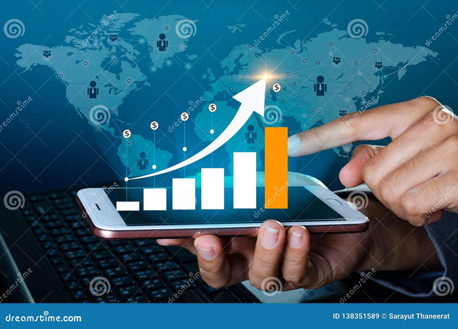 Диаграмма телефонов финансовых глобальных связей роста бинарных умных и бизнесмены интернета мира отжимают телефон к communic