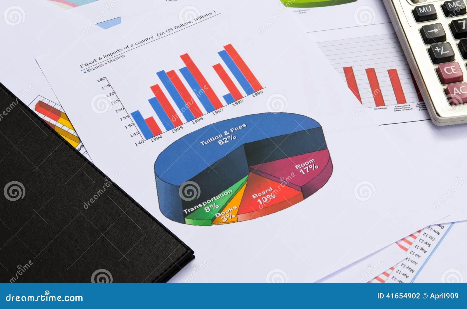 Диаграммы и диаграммы дела с книгой и калькулятором