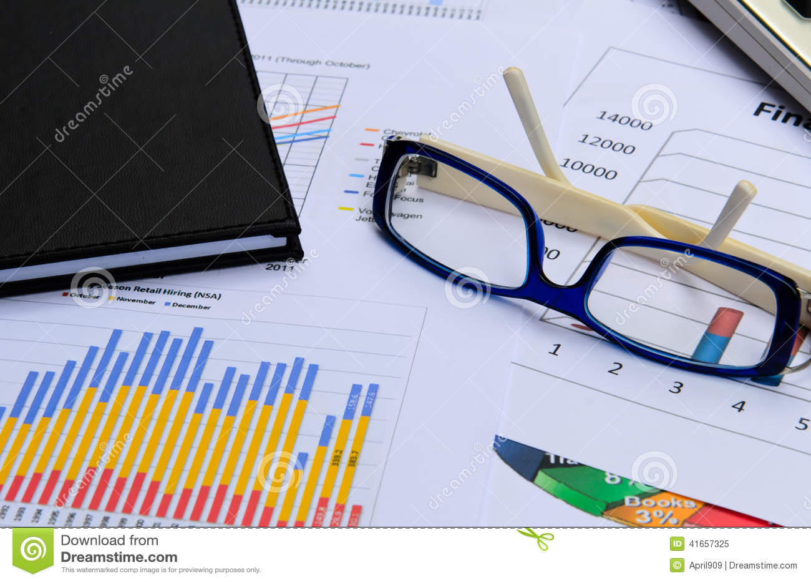 Диаграммы и диаграммы дела с примечанием стекла и книги глаза