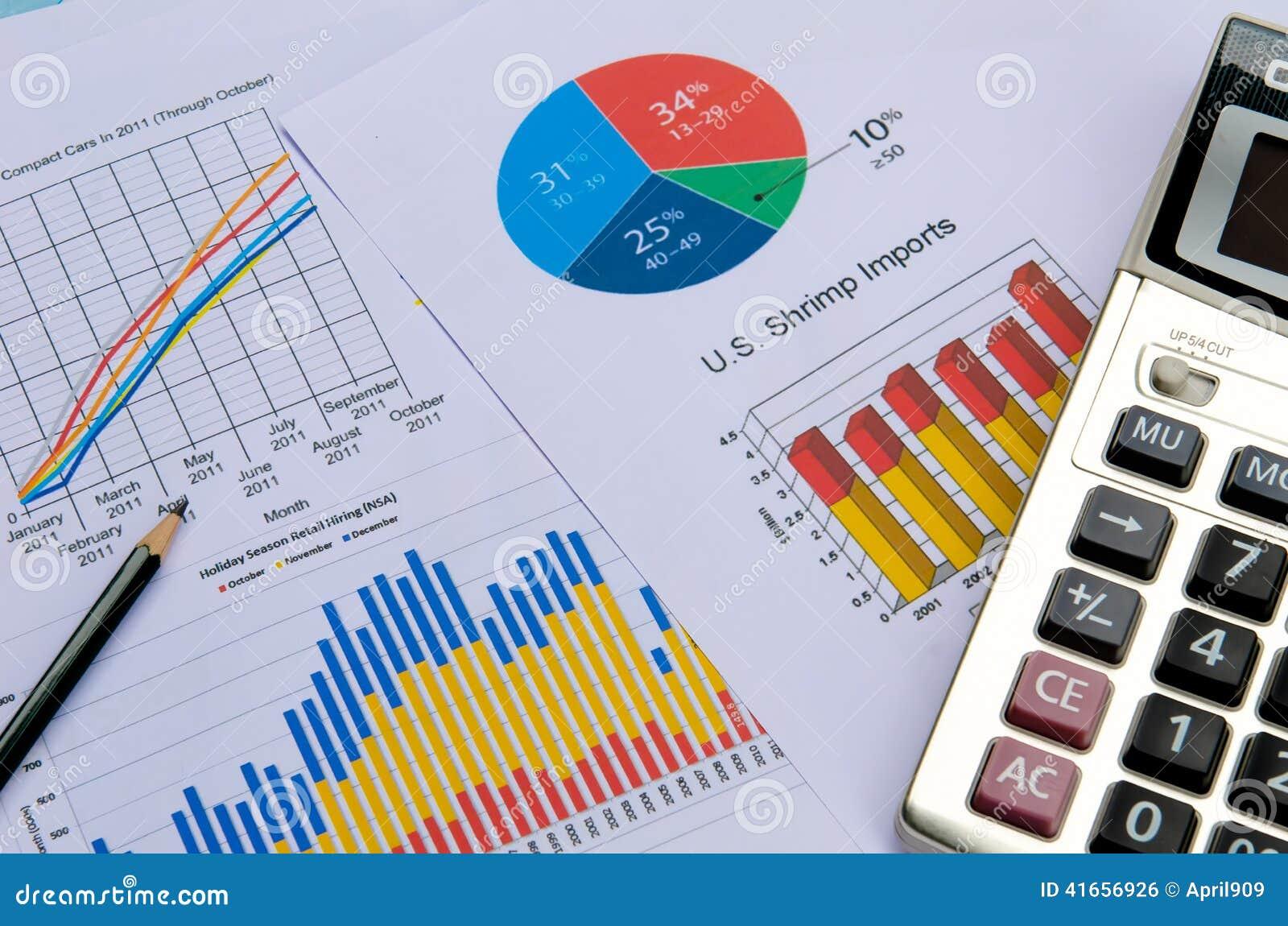 Диаграммы и диаграммы дела с ручкой и калькулятором