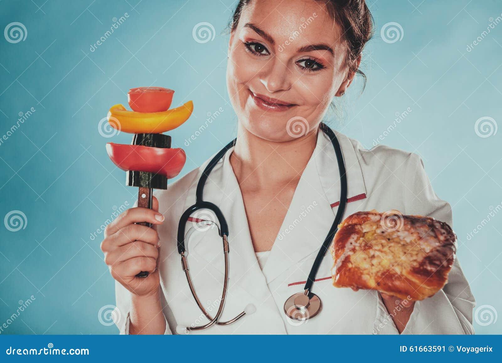 Диетврач с плюшкой и овощами сладостного крена