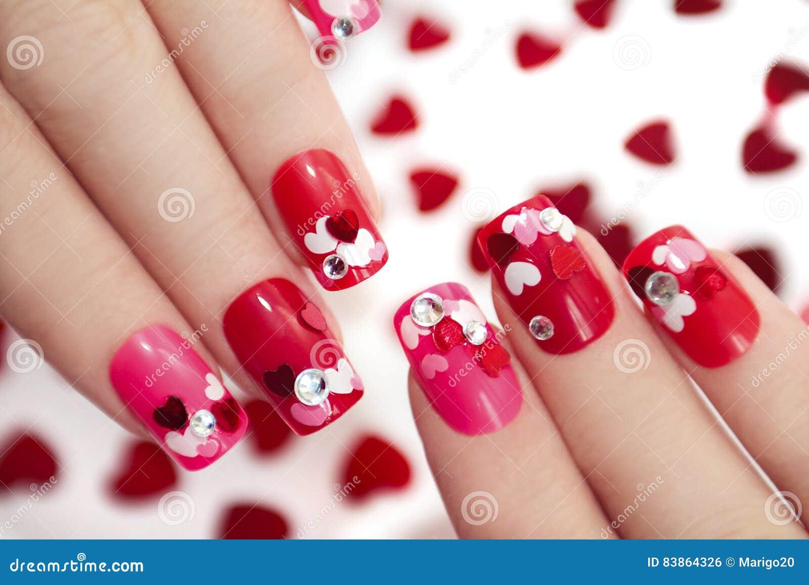 Дизайны ногтя с сердцами