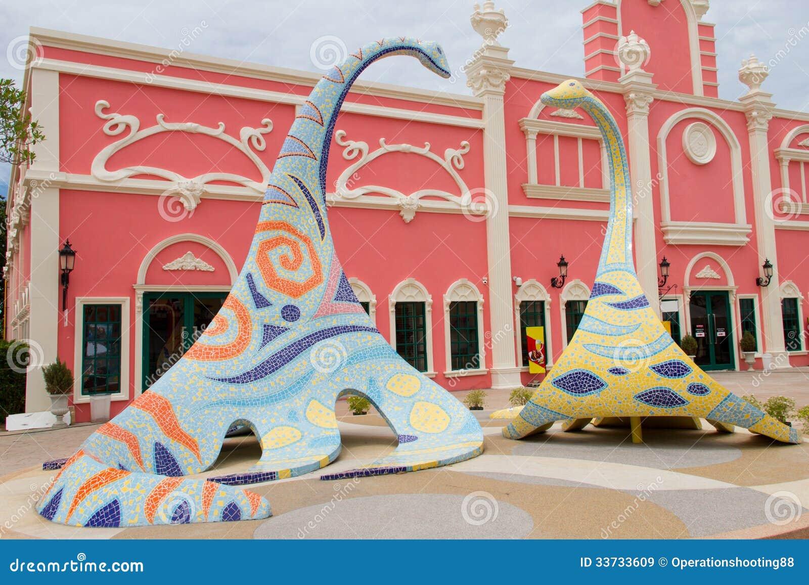 Динозавр сделанный от мозаик