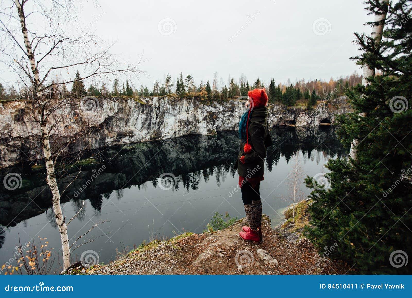 svyazal-devushku-v-lesu-porno-mnogo-muzhikov-trahayut-odnu-smotret-onlayn