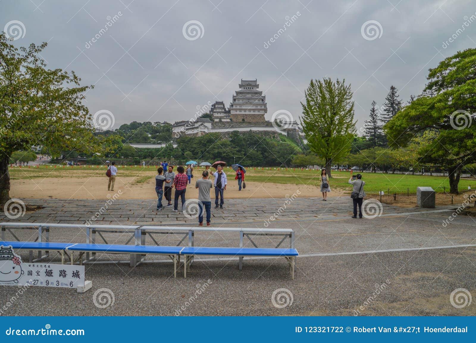 Дождливый день для туристов на замке Японии 2015 Himeji