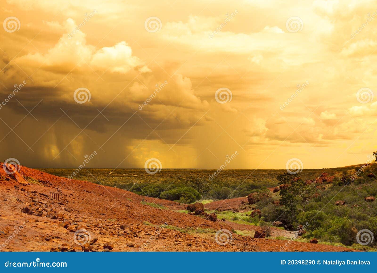 дождь пустыни задней стороны