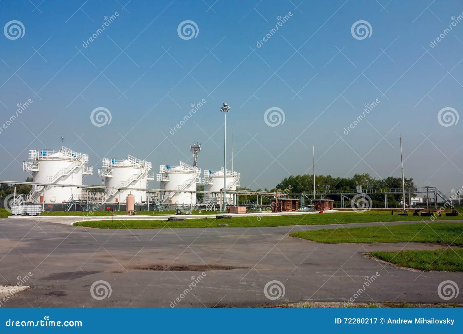Download Дозаправляя комплекс стоковое изображение. изображение насчитывающей refinery - 72280217