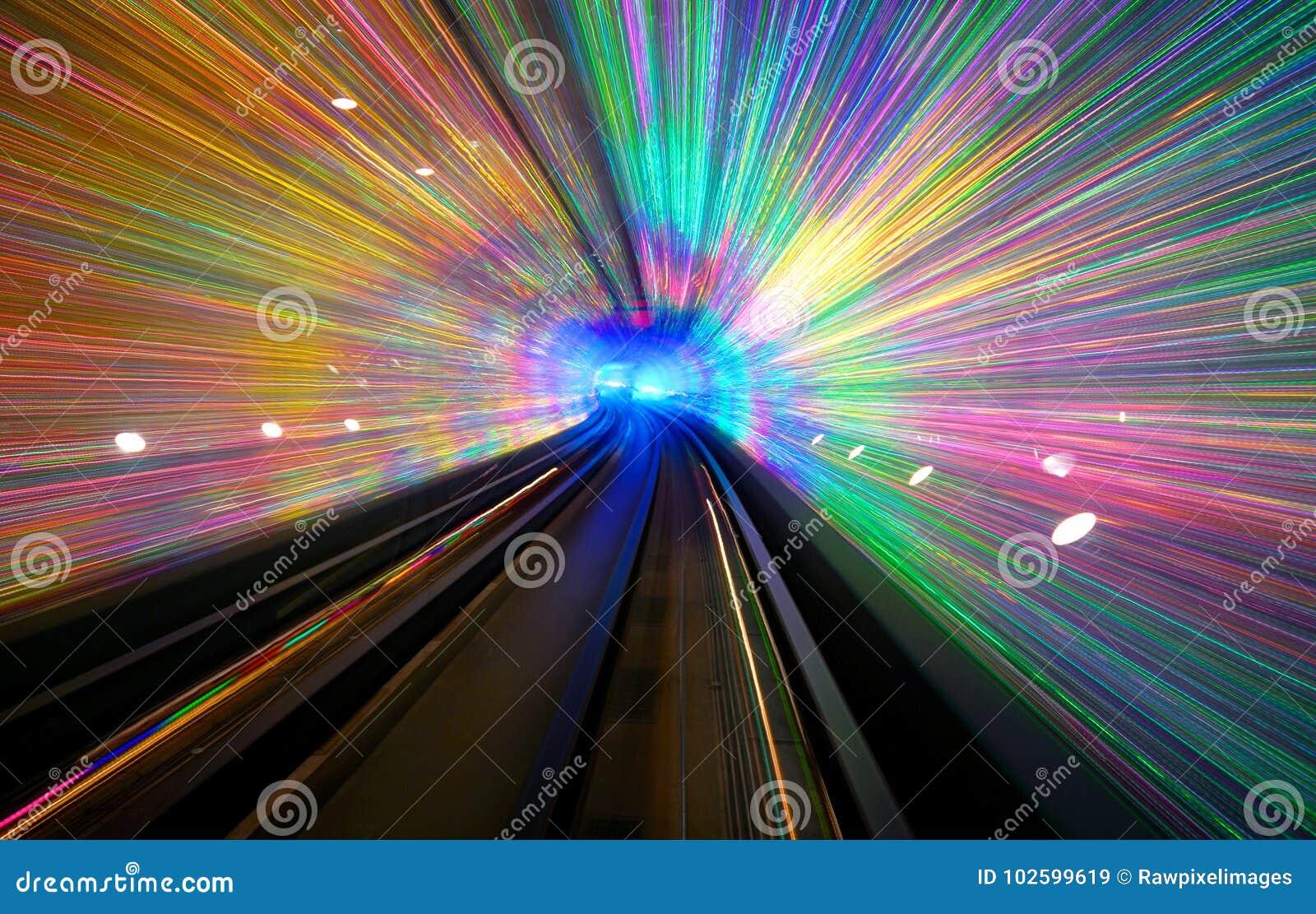 Долгая выдержка тоннеля с светлым дисплеем в Шанхае