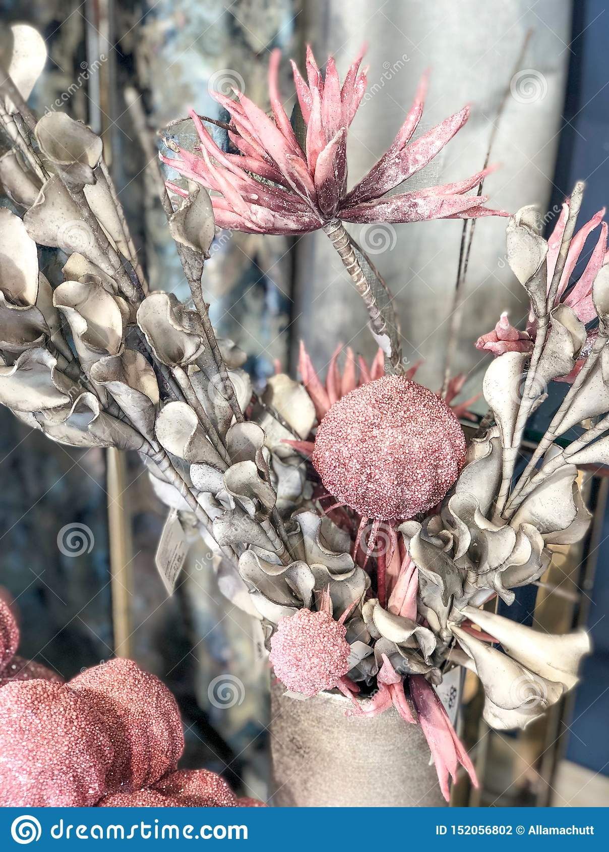 Домашние цветки украшения