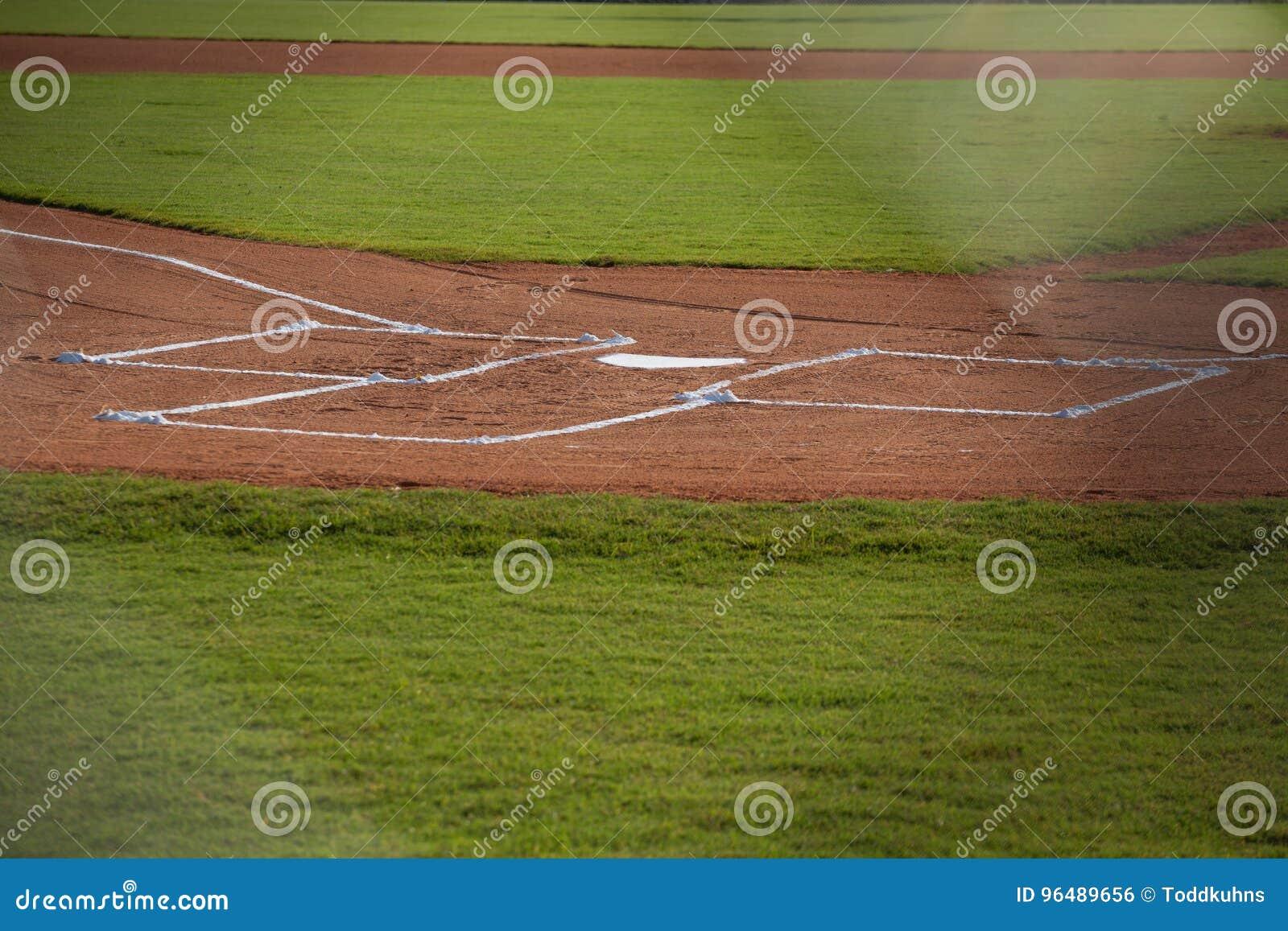 Домашняя плита на поле бейсбола