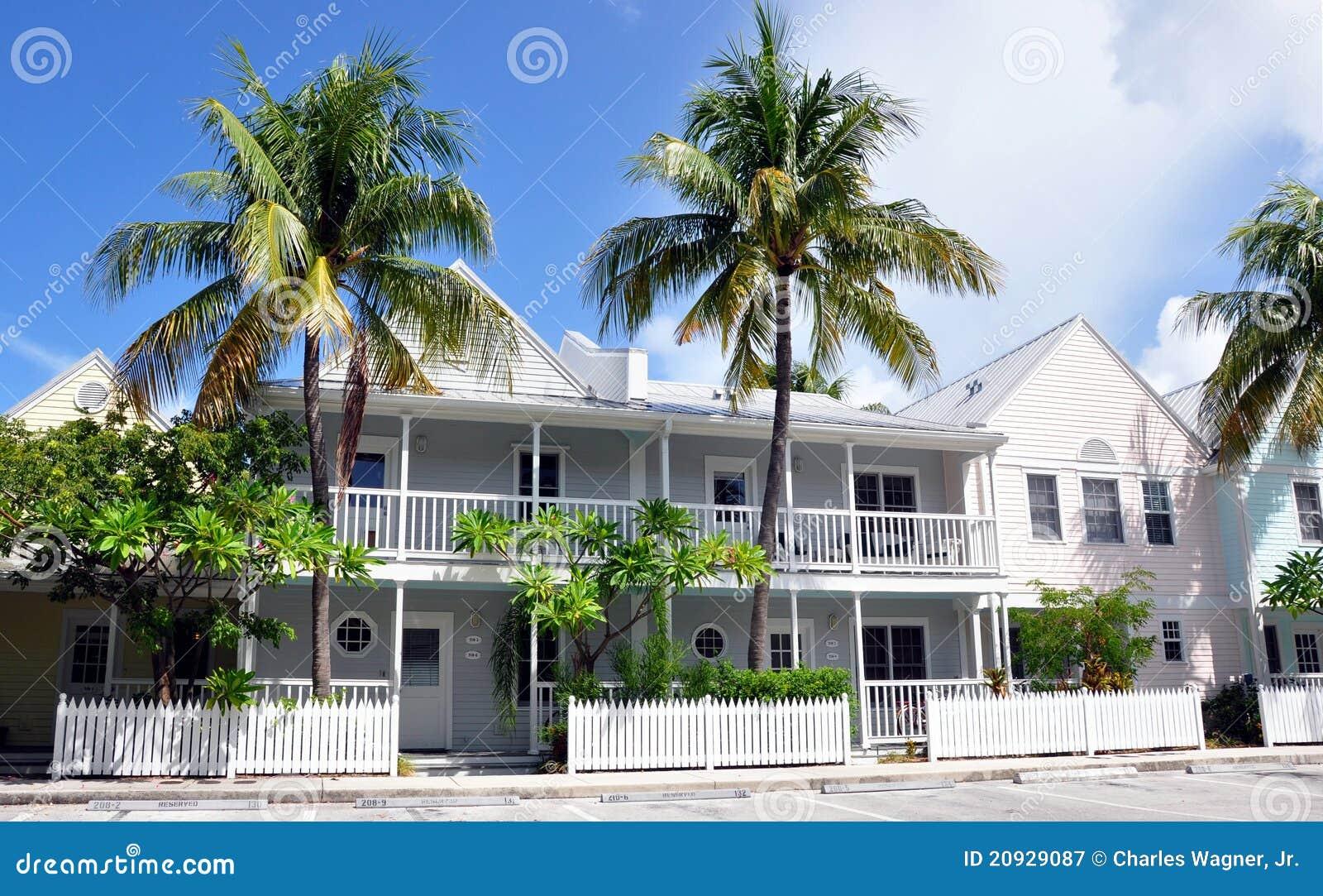 дома пляжа цветастые
