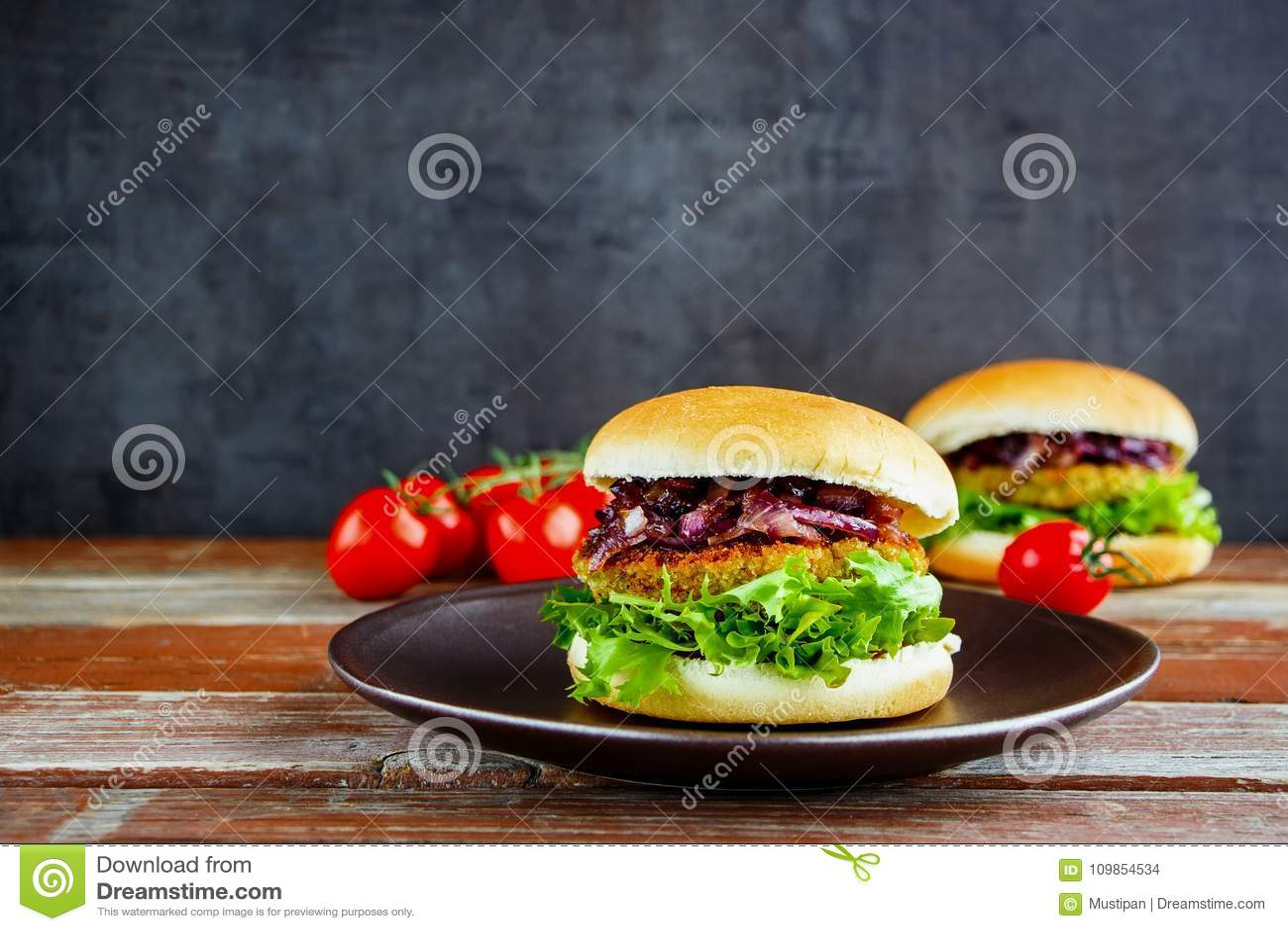 Домодельный бургер мяса