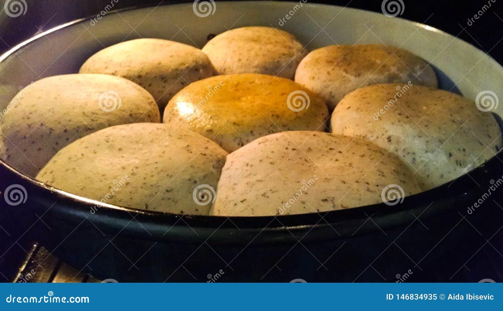 Домодельный мини хлеб в печи