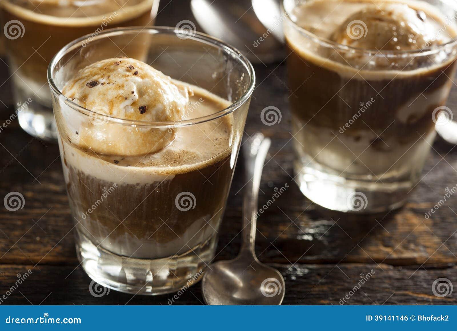 Домодельное Affogato с мороженым